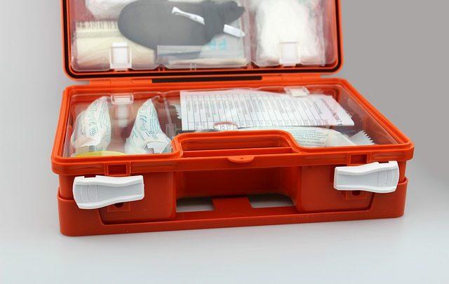 Wyposażenie apteczki pierwszej pomocy kierowcy – Co powinno się w nim znajdować?